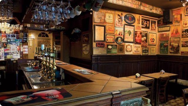 Het Brugse Beertje, een onvervalst bierlokaal met talloze specialiteiten waar een echte herbergsfeertje hangt.