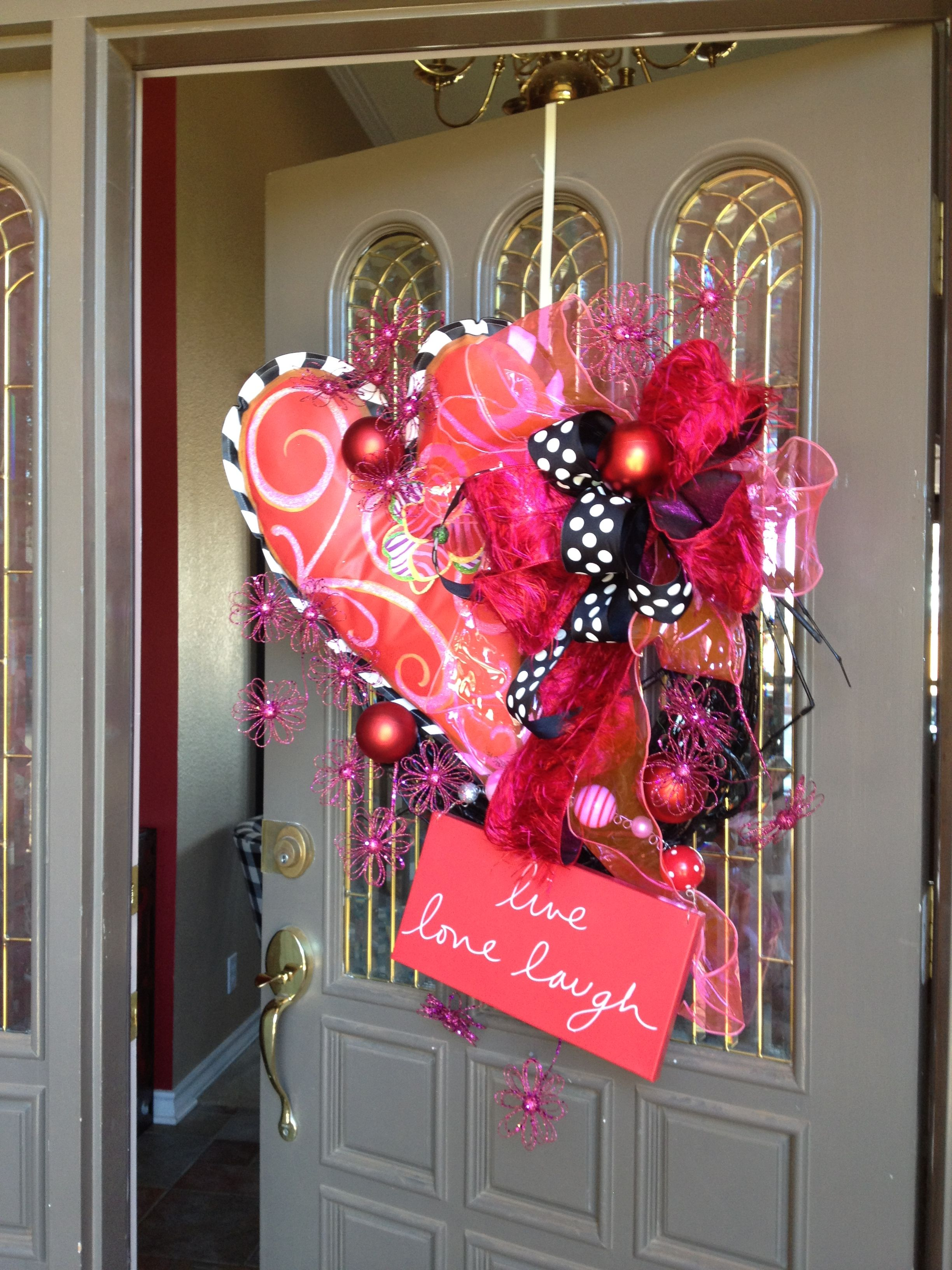 show me a first impression with a valentine wreath wwwbowappshowmedecorating