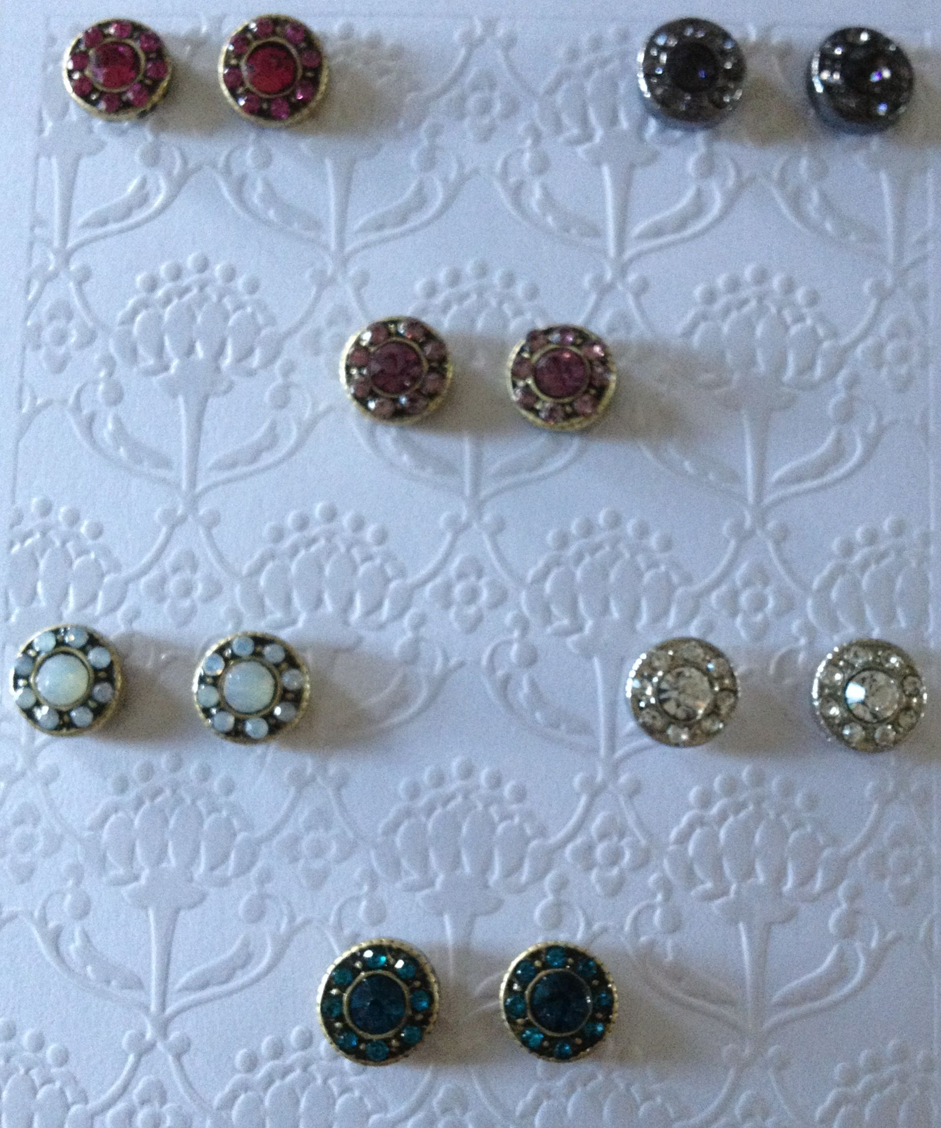 Cute tiny round crystal gauges. These are available in 2-6 gauges ...