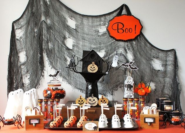 Another cute Halloween Party table setup.