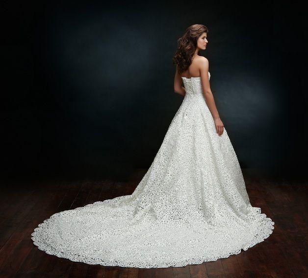 Hochzeitskleider - Luxus Brautkleid mit langer Schleppe & Spitze ...
