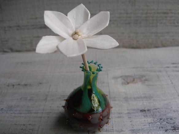 ルームフレグランス用の小びんが出来上がりました!球根から伸びたお花をイメージして作りました*(ソラフラワー付き)*アロマオイルは付いていませんので、お気に入り...|ハンドメイド、手作り、手仕事品の通販・販売・購入ならCreema。