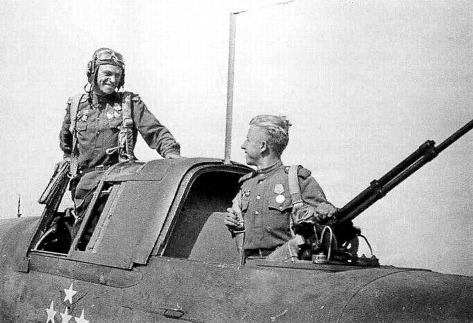 Экипаж этого Ил-2 ( пилот лейтенант К. Рябов и стрелок ...