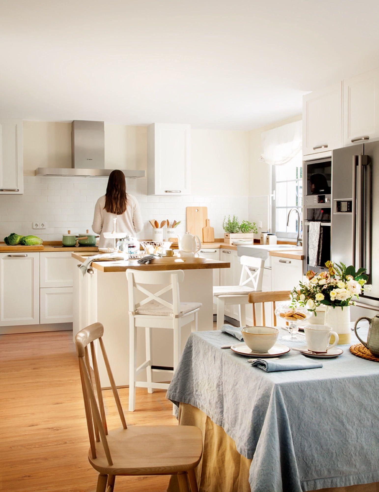 Una cocina muy práctica   Cocinas bonitas y luminosas   Cocinas ...