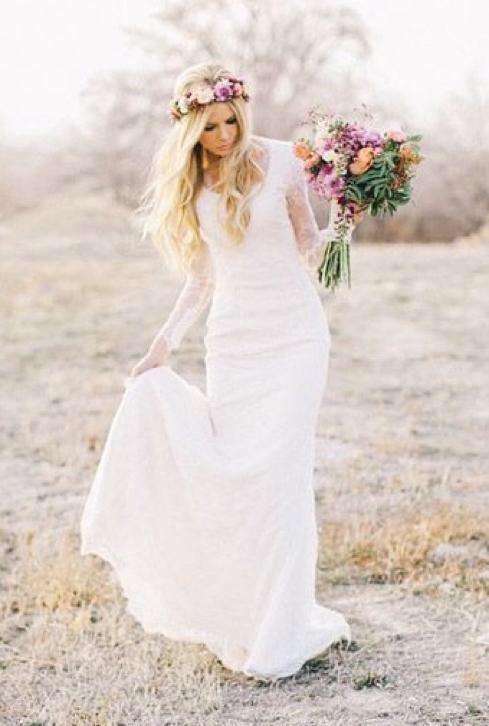 Prachtige Bohemian trouwjurk van kant met lange mouw & sleep ...