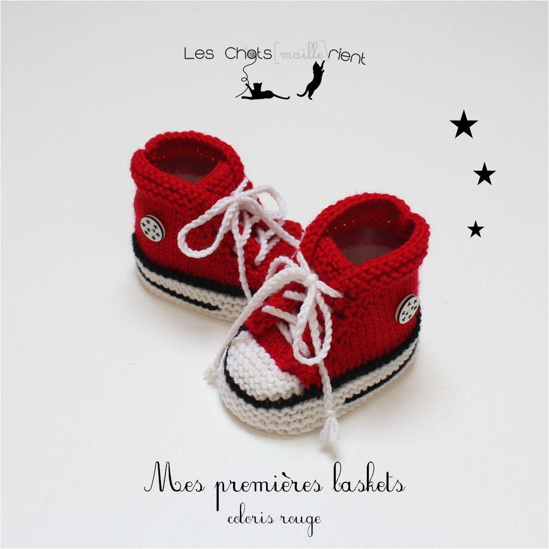 99928c04757a8 Chaussons bébé baskets bébé style converse tricotées main en laine ...