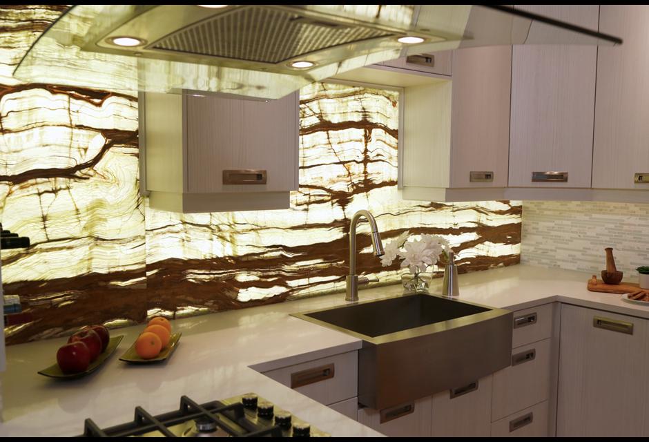 The Onyx Backsplash Kitchen Photos Hgtv Canada Rustic Kitchen Backsplash Glass Backsplash Kitchen Kitchen Wall Panels