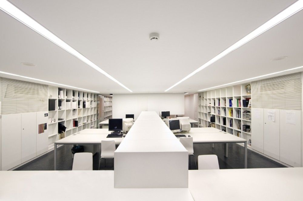 Architecture studio bmesr29 arquitectes office spaces for Interior design for office space