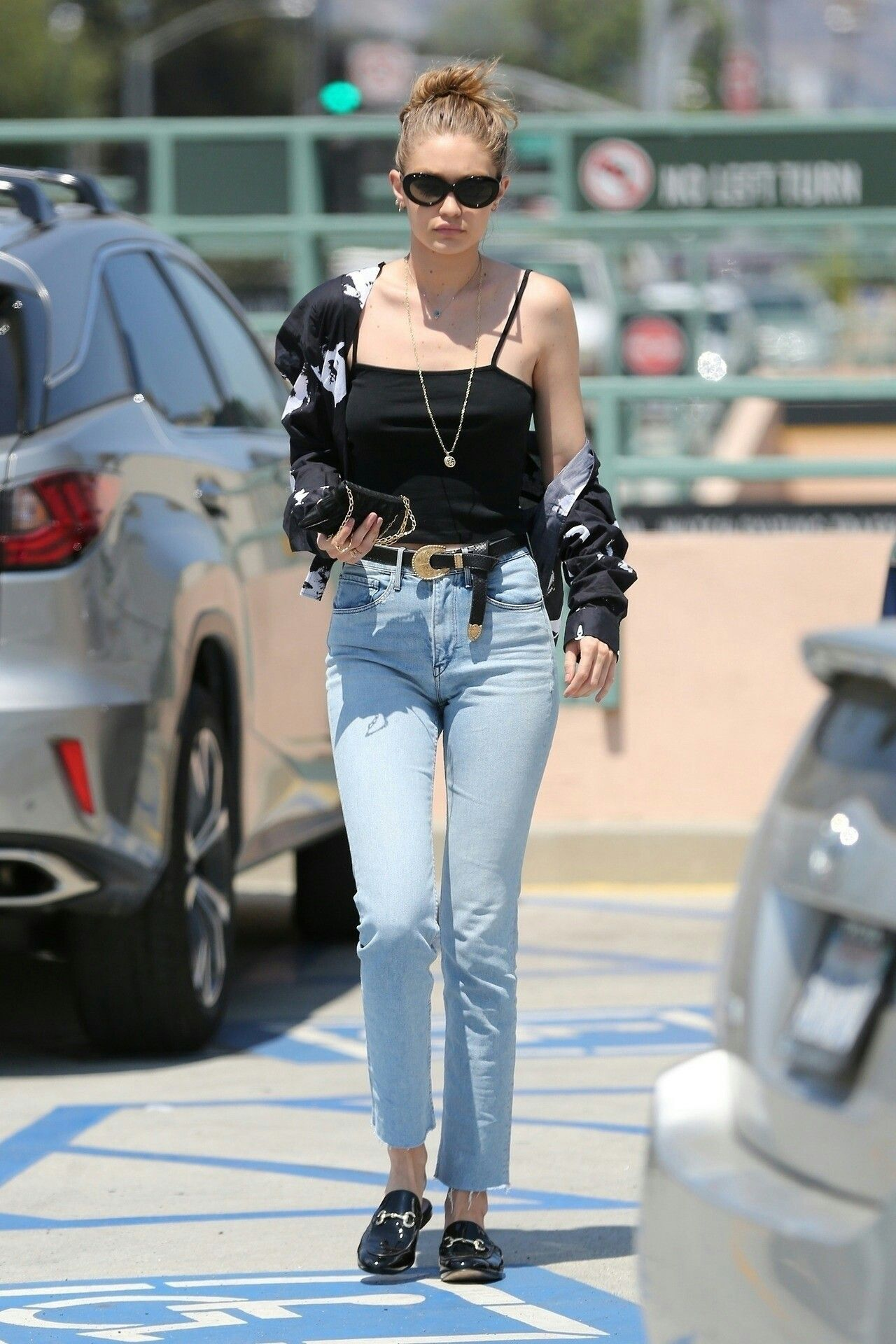 Pin By S S On Fashion Outfits Fashion Mom Jeans Fashion Outfits