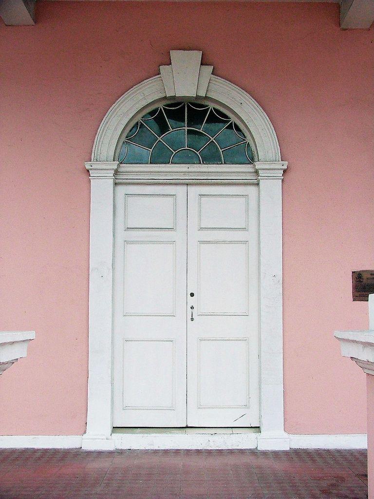 Bahamas  Nassau  Supreme Court House  Detail Of Main Entrance Doorway   Por  Cairlinn