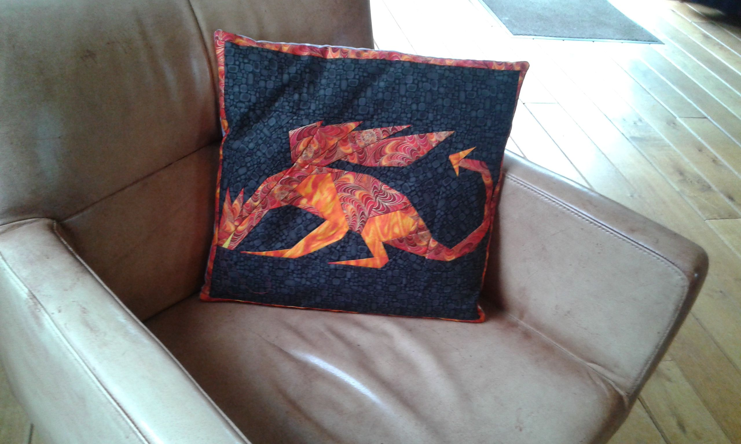Paperpieced Dragon voor mijn kleinzoon Peter. Patroon komt uit boek van Maaike Bakker.