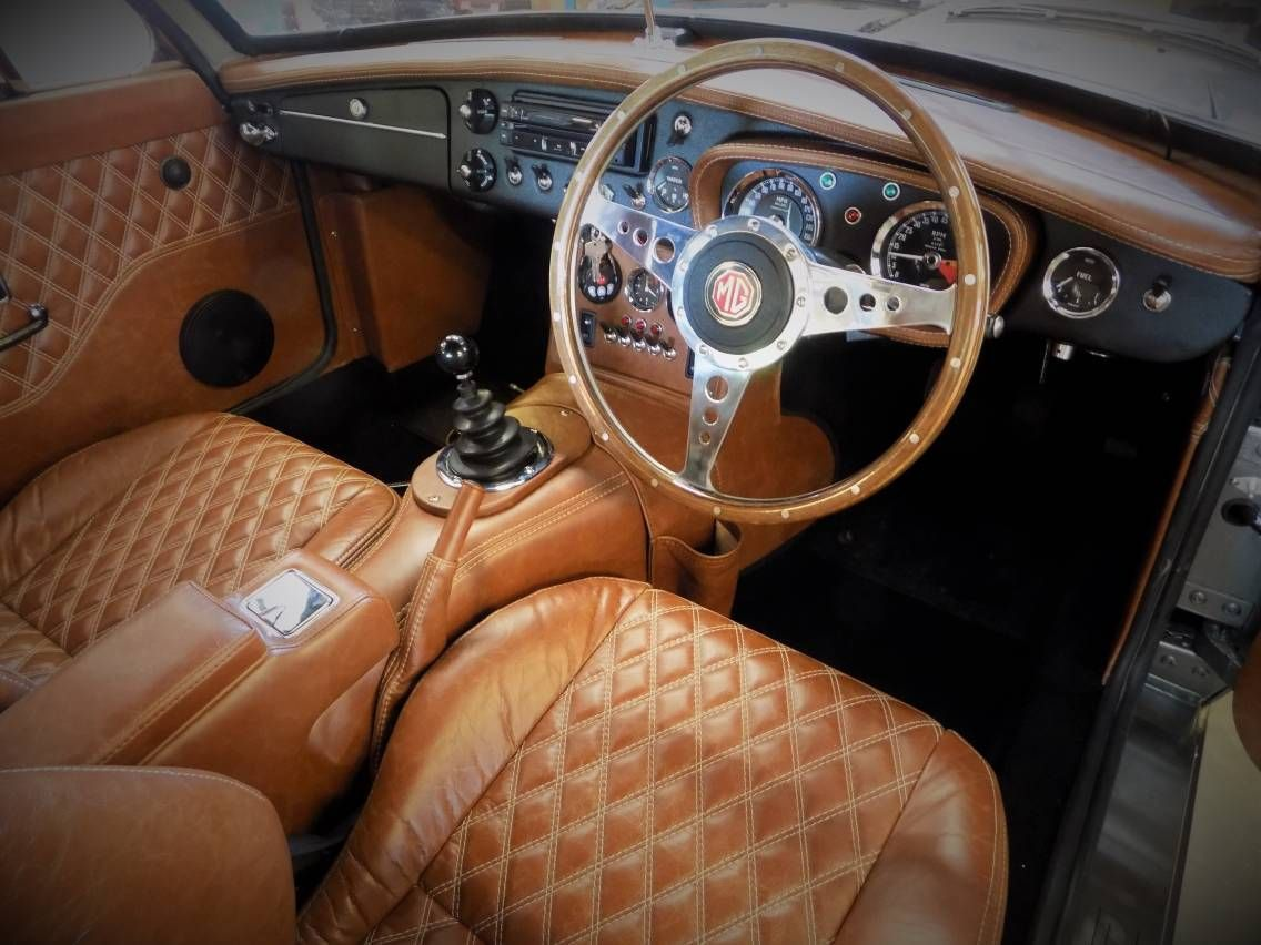 the interior of this b is a little bit special mg mgb mgb pinterest cars british car. Black Bedroom Furniture Sets. Home Design Ideas