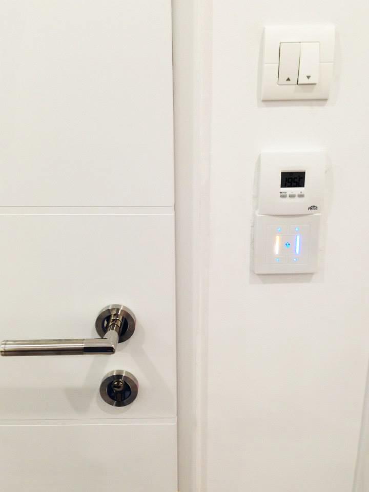 Eclairage LED tactile réglable et commande numérique du chauffage.