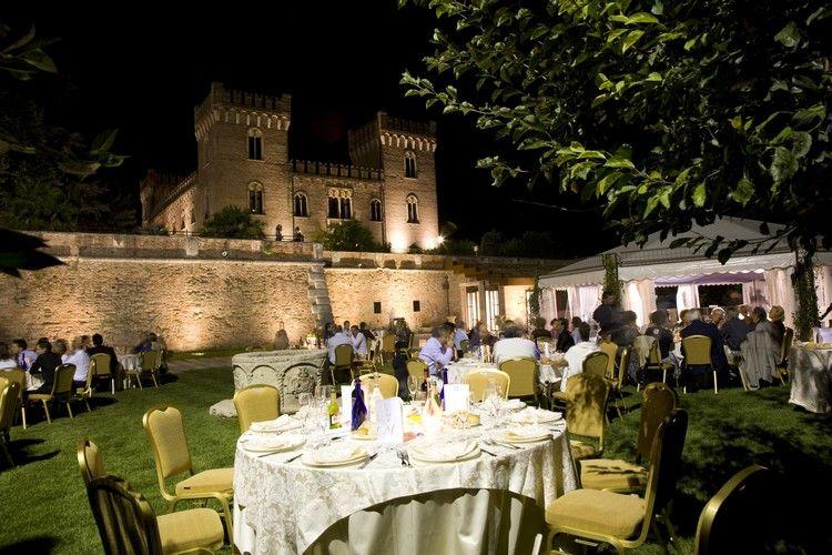 Hochzeit in einer mittelalterlichen Burg in Norditalien