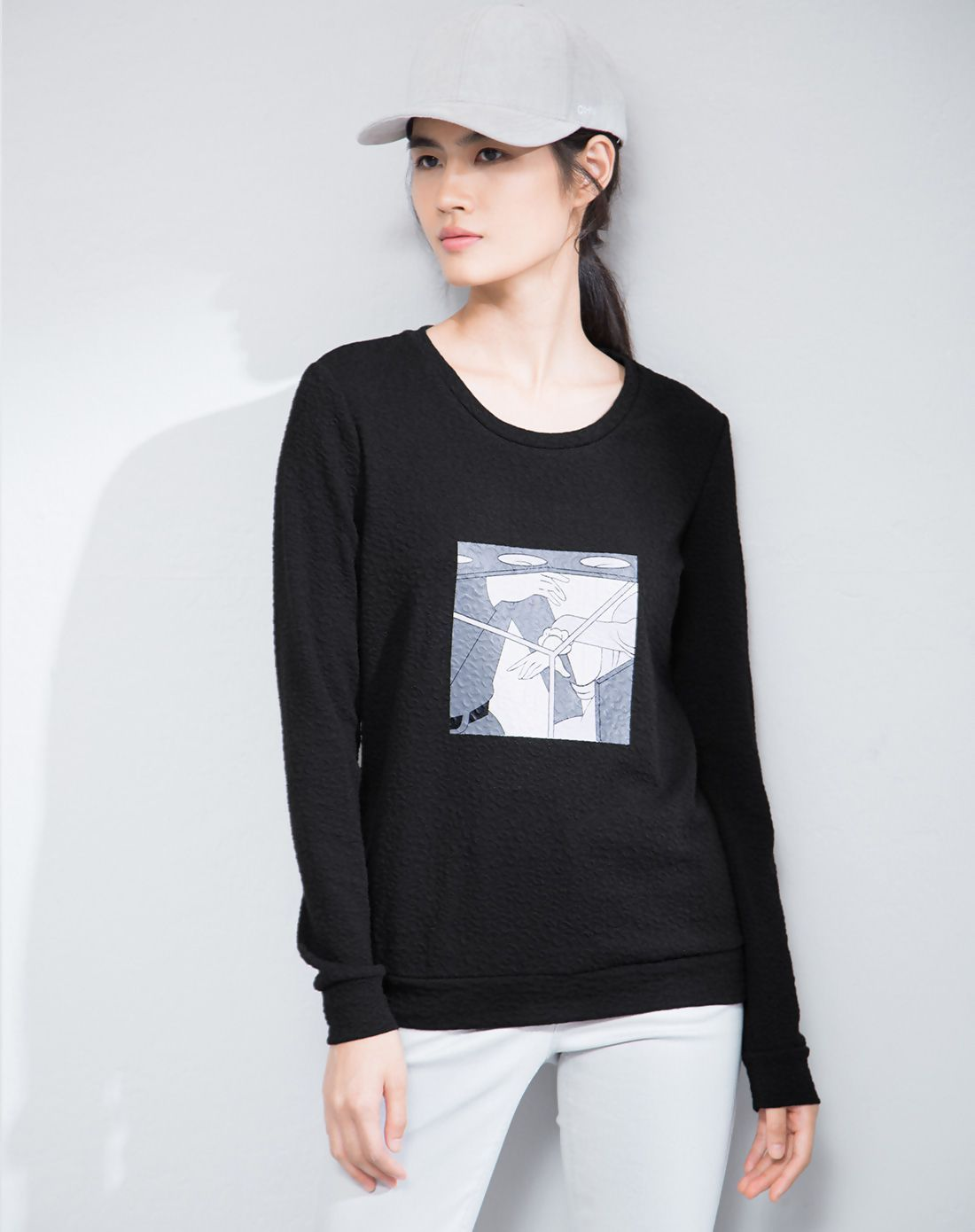 #VIPshop Black Round Neck Pullover Long Sleeve Loose Women's T-Shirt ❤️ Get more outfit ideas and style inspiration from fashion designers at VIP.com.