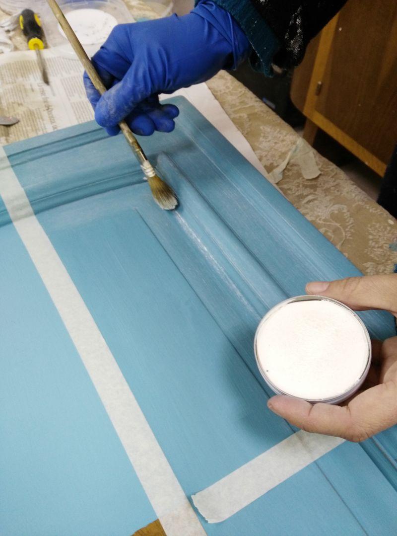 Verniciare le ante di un mobile con la vintage paint vernici shabby mamma mobili da for Verniciare mobili in legno