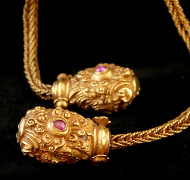 Khmer Gold Necklace Inlaid With An Emerald And Two Rubies Gold