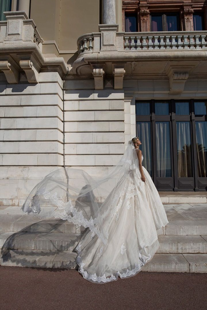 Ball gown wedding dress | fabmood.com #weddingdress #weddingdresses #bridalgown #weddinggown #weddinggowns
