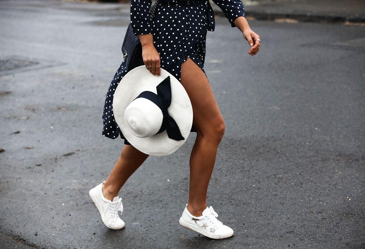 Style blogger wearing uniqlo ines de la fressange wrap dress