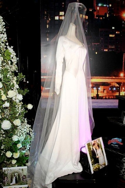The Carolina Herrera Wedding Dress That Kristen Wore In Twilight When Her Character Married Co