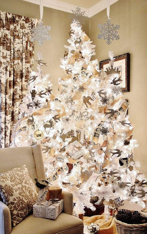 Wow!  I think this gold, copper and silver themed tree is beautiful!  A Thistlewood Farm Christmas Tree