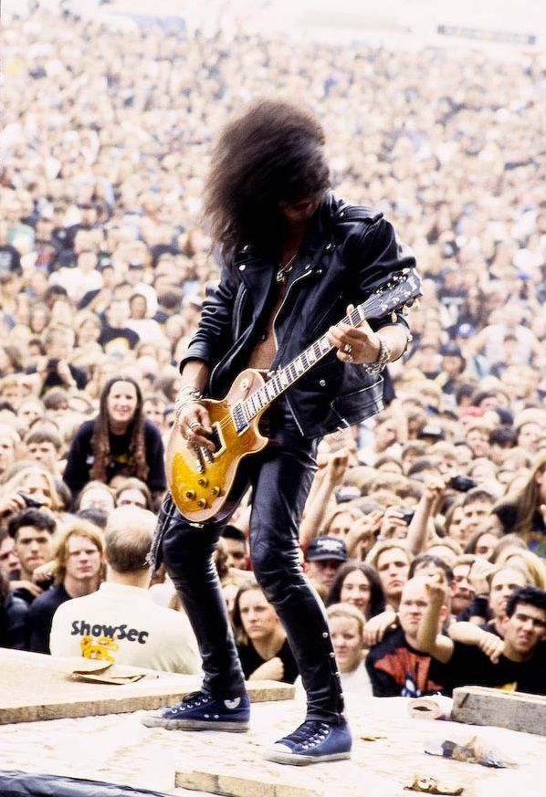 Slash and the crowd. Make sure you check out Slash Sydney on Twitter.