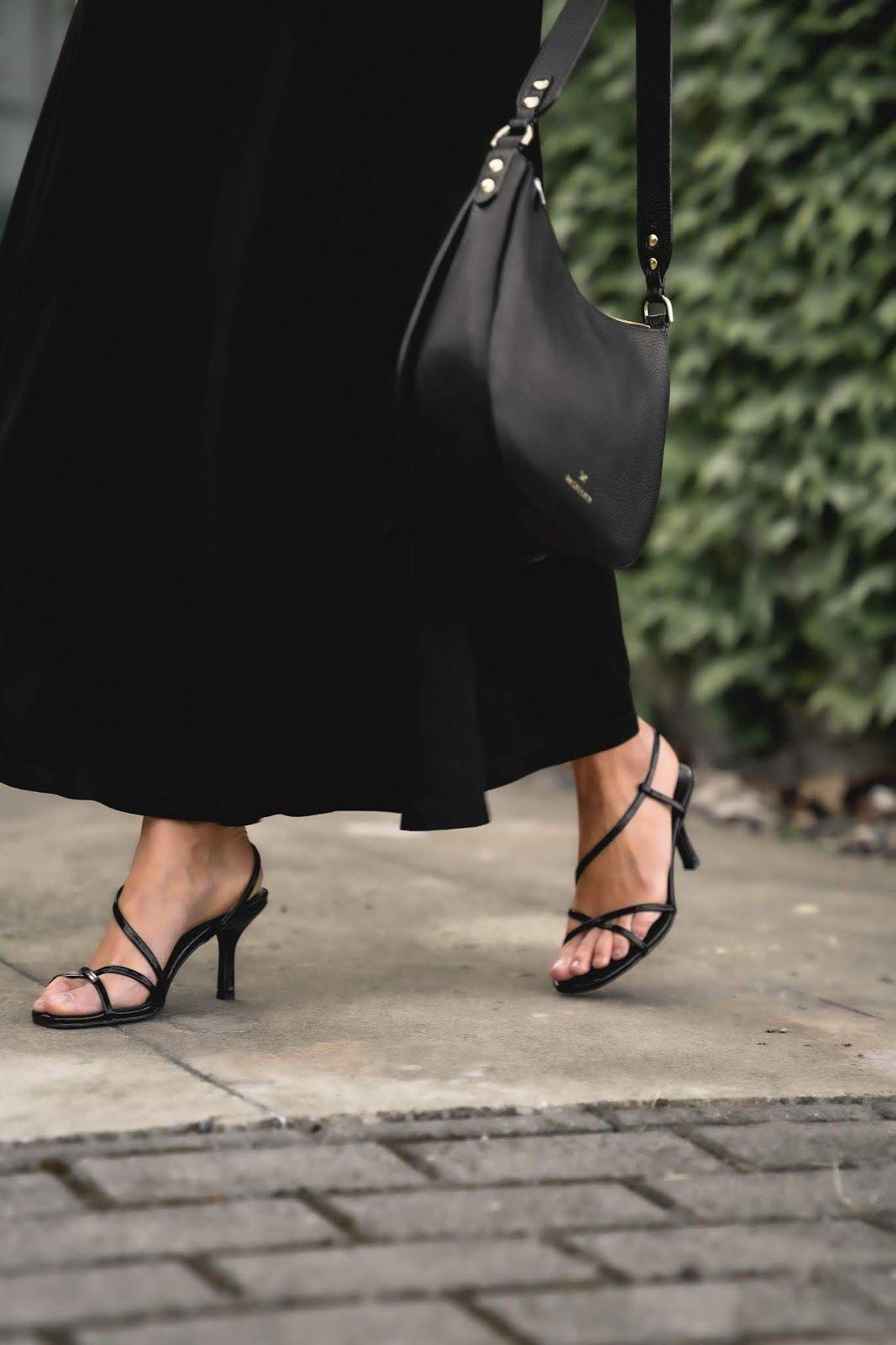 Kiedy Klasyczny Kobiecy Styl Idzie W Parze Z Wygoda Wiosenny Total Black Look In 2020 Influencers Fashion High End Fashion Street Style