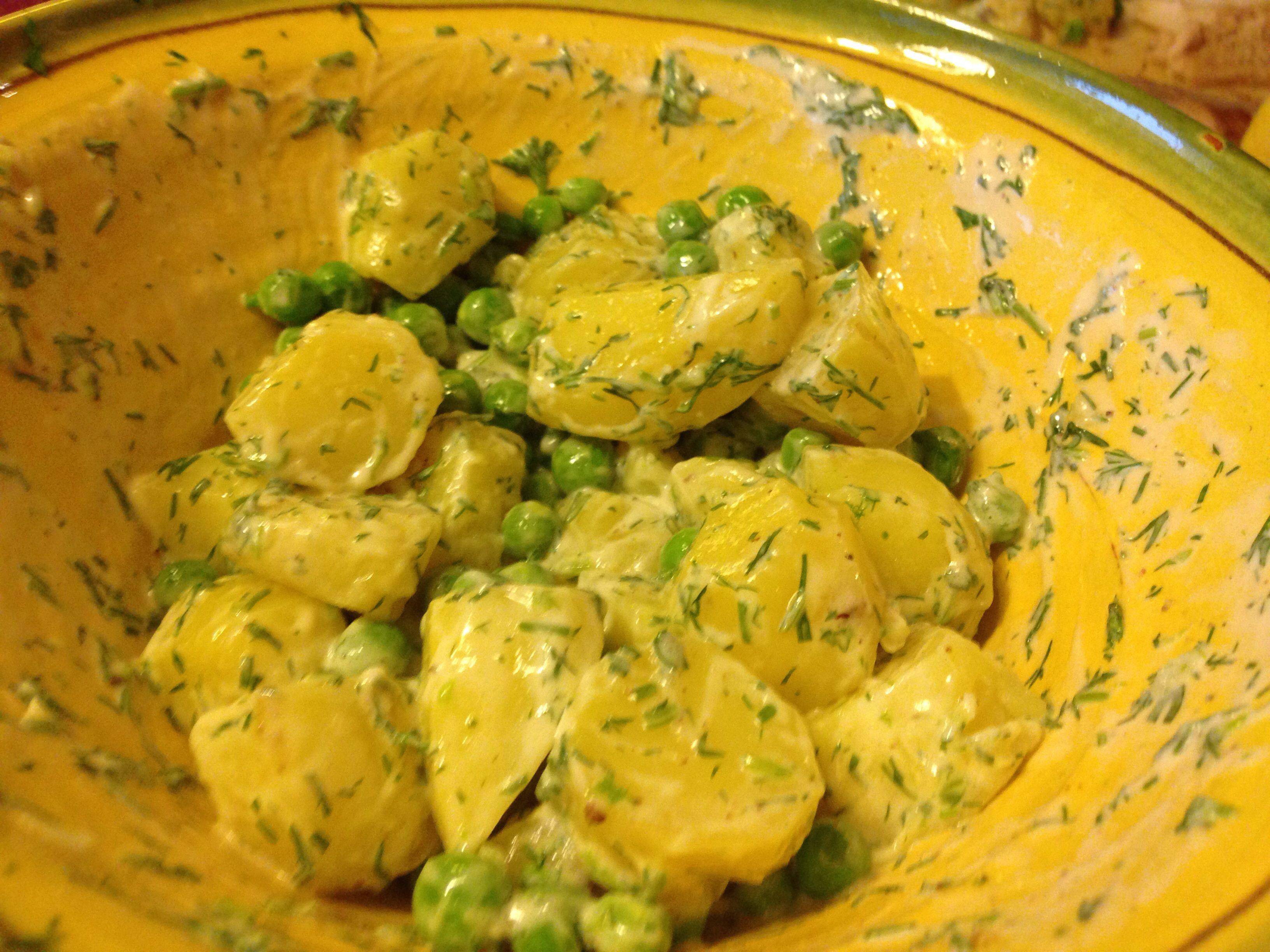 Wat een aardappelsalade mer verse erwten en Dille!