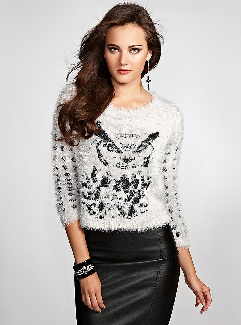 I just bought this and love it. This picture is a bit off as the sleeves are full length.