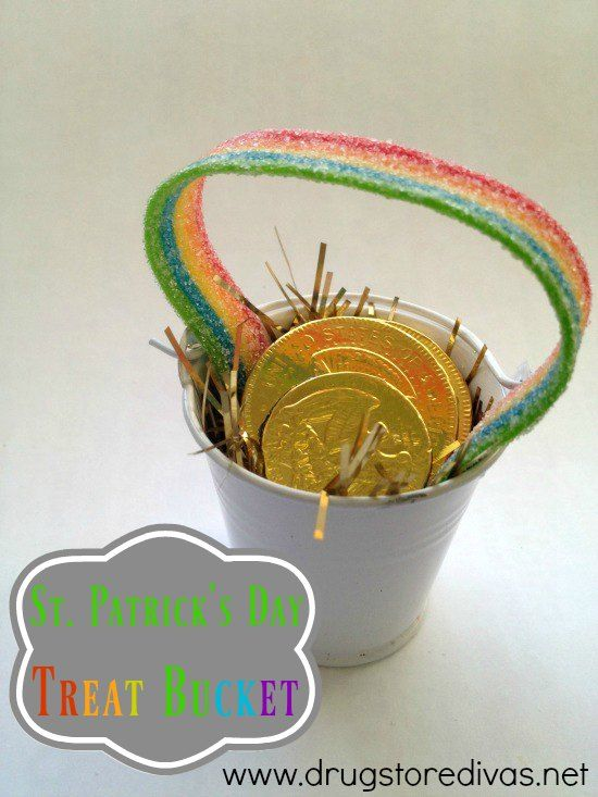 Looking for a fun St. Patrick's Day DIY? Check out this treat bucket from www.drugstoredivas.net.