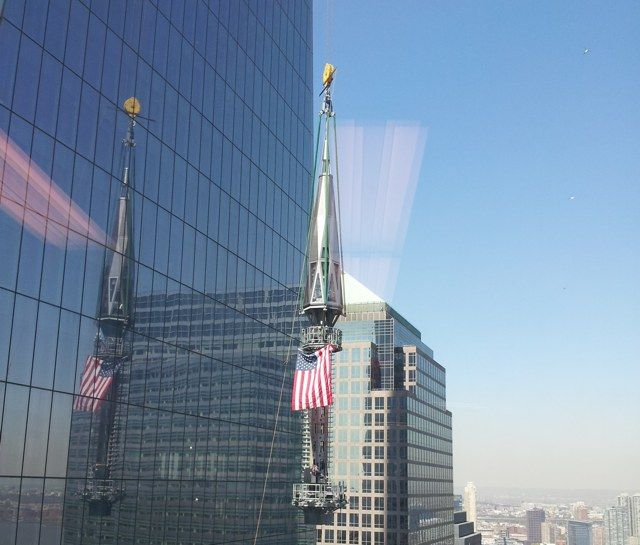 Final steps of the spire at 1 World Trade Center being erected (May 10, 2013)