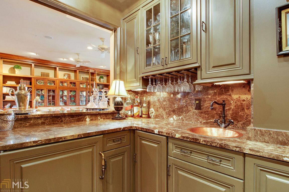 Bright And Accessible Kitchen Remodel By The Cabinet Box In Savannah Ga Kitchen Remodel Kitchen Kitchen Cabinets