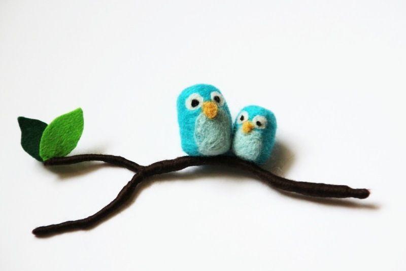 needle felted owl Zwei süße Eulen auf dem Zweig.  Klasse zum dekorieren oder zum verschenken.