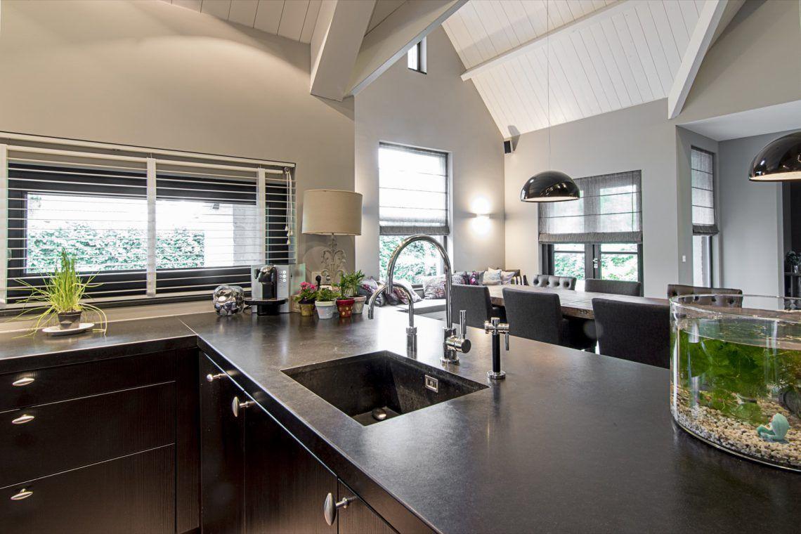 Aswa keukens prachtige villa met landelijke eggersmann keuken