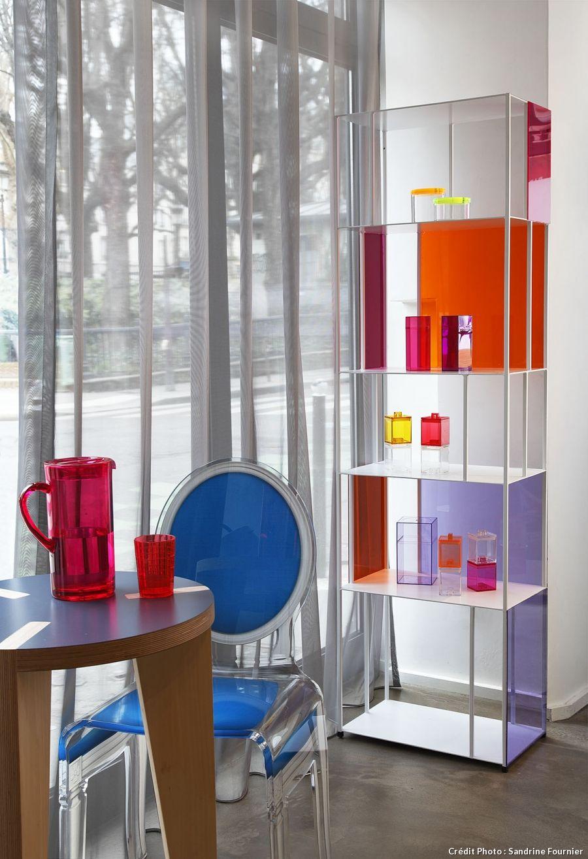 Une Bibliotheque Habillee De Plexiglass Deco Ameublement Decoration Maison Bibliotheque