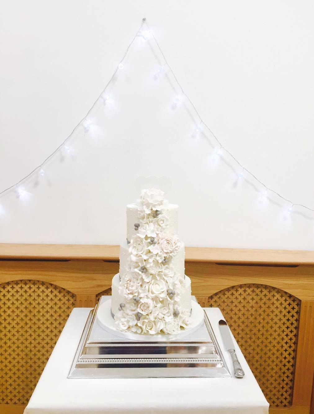 What a beautiful floral cake for Sarah and Steve.
