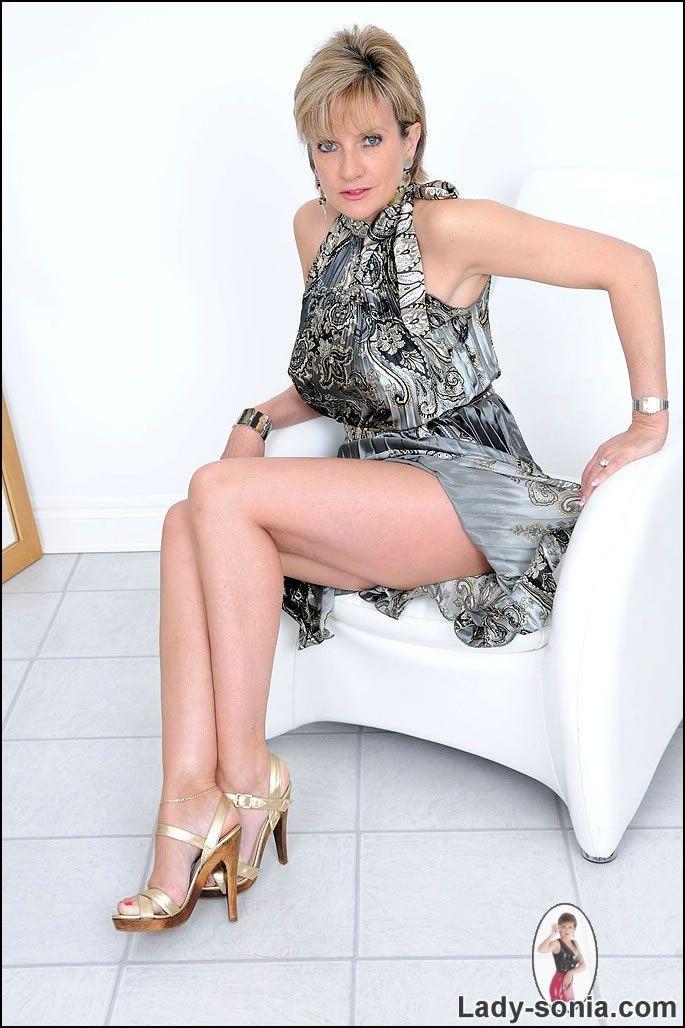 Lady Spreads Legs 28