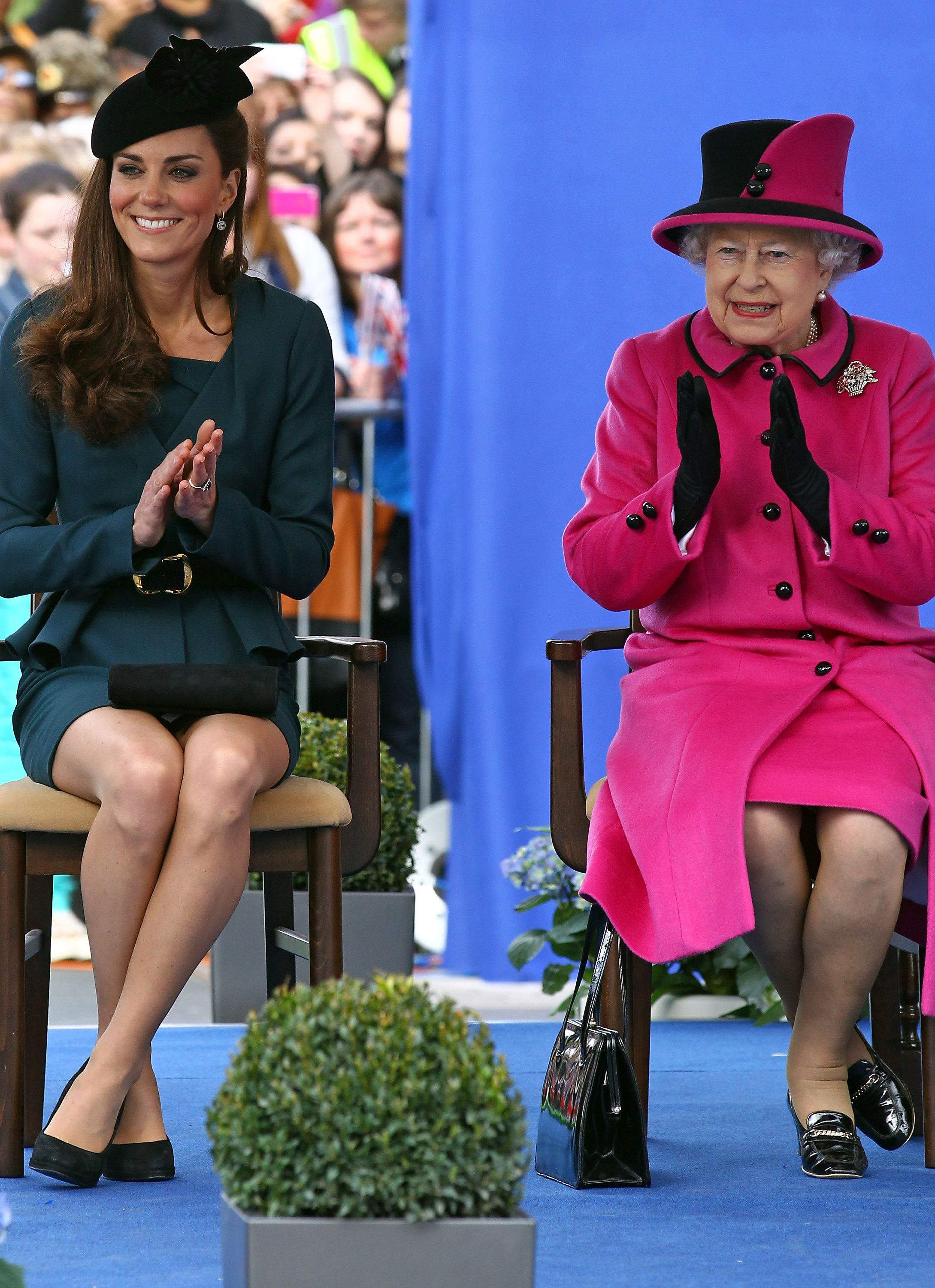 Garderobe Queen Elizabeth Queen Elizabeth And Catherine Duchess Of Cambridge Applaud At A