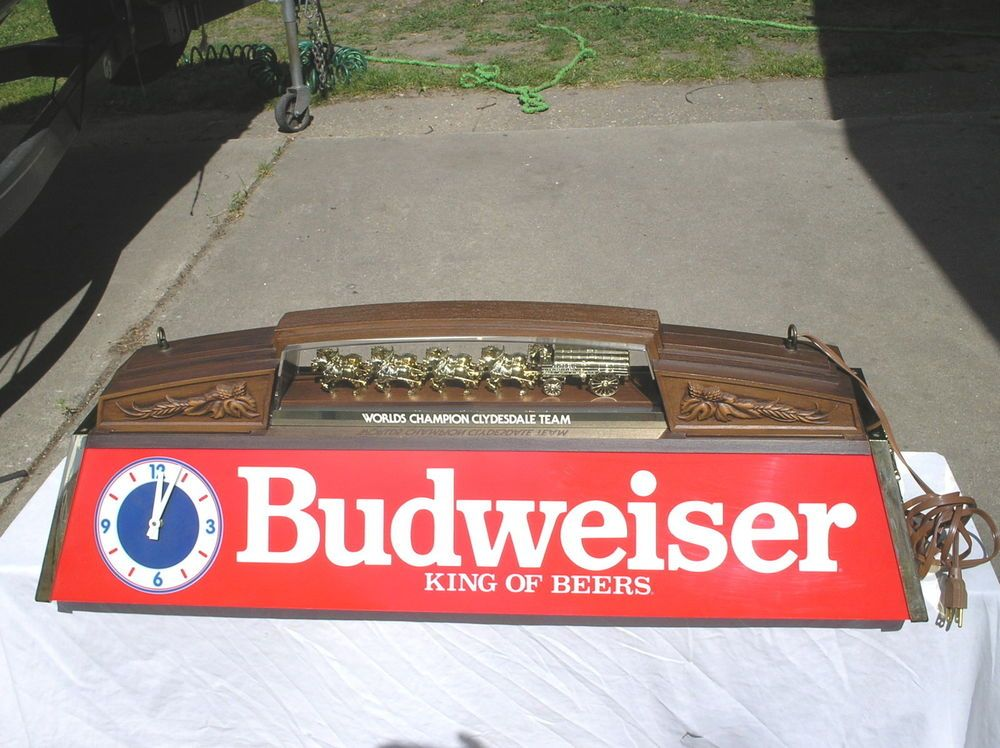 BUDWEISER WORLDS CHAMPION CLYDESDALE TEAM POOL TABLE LIGHT SIGN - Budweiser clydesdale pool table light