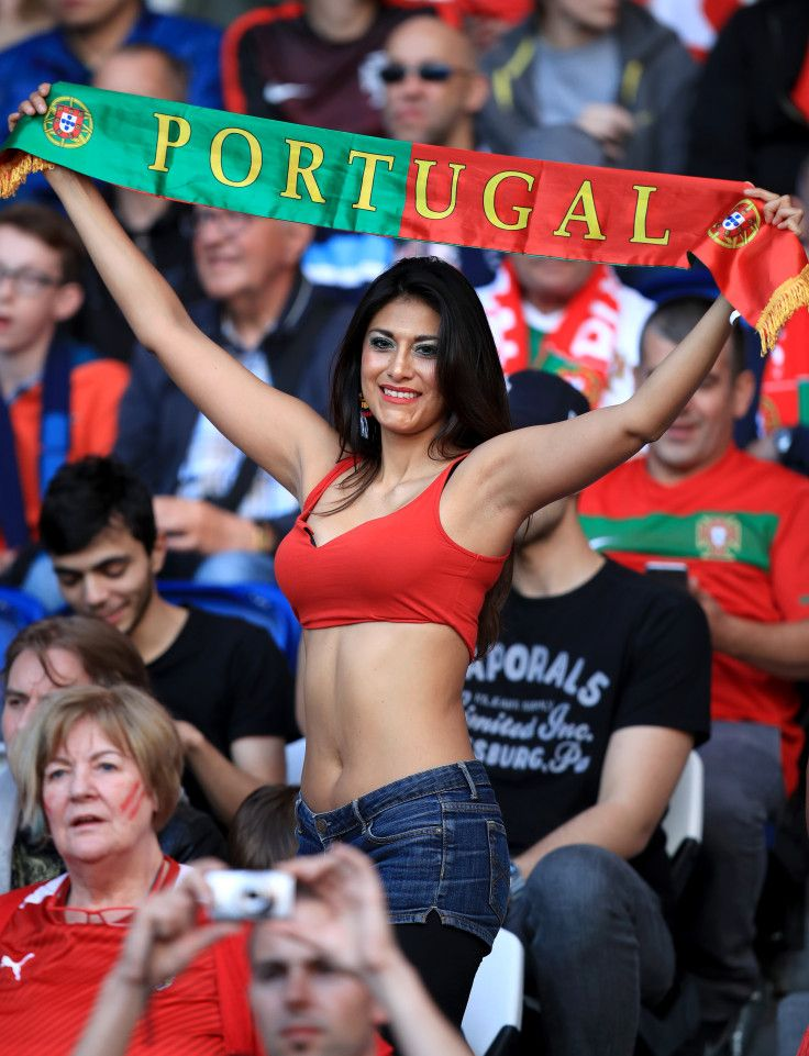 Euro 2016 Is Hotting Up As These Female Footie Fans Prove -2371
