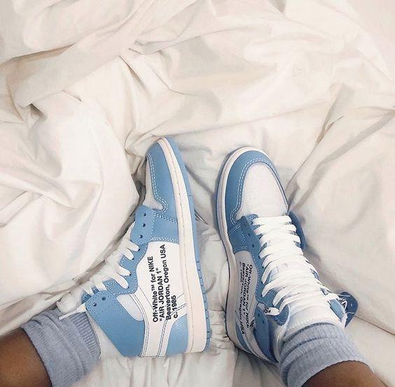 Pin van Em op Shoes in 2020 | Nike schoenen, Mode schoenen