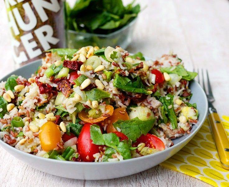 Reissalat mit Honig-Senf-Dressing - Farbenfroh und voller gesunder Zutaten
