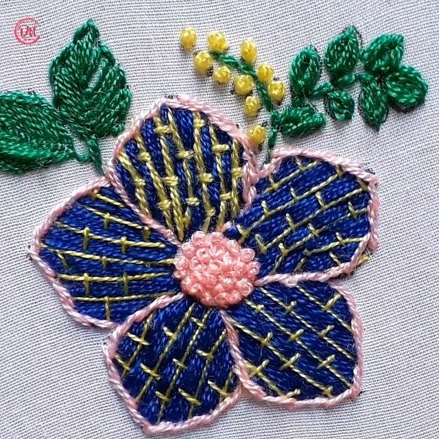 Photo of Handstickerei Blumenmuster