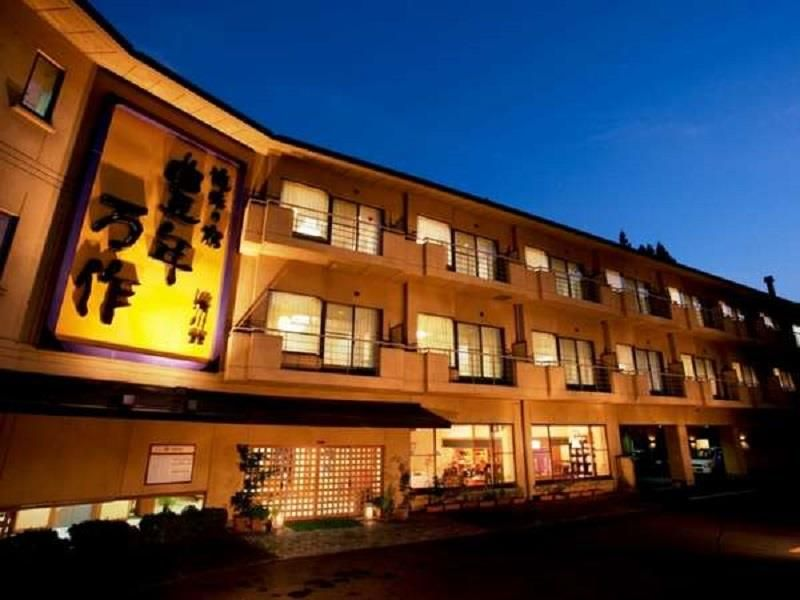 Ibaraki Honen Mansaku Japan, Asia Honen Mansaku is conveniently located in the popular Hitachi area. The hotel offers a wide range of amenities and perks to ensure you have a great time. Service-minded staff will welcome and guide you at the Honen Mansaku. Guestrooms are designed to provide an optimal level of comfort with welcoming decor and some offering convenient amenities like towels, television LCD/plasma screen, air conditioning, heating, refrigerator. Take a break from...