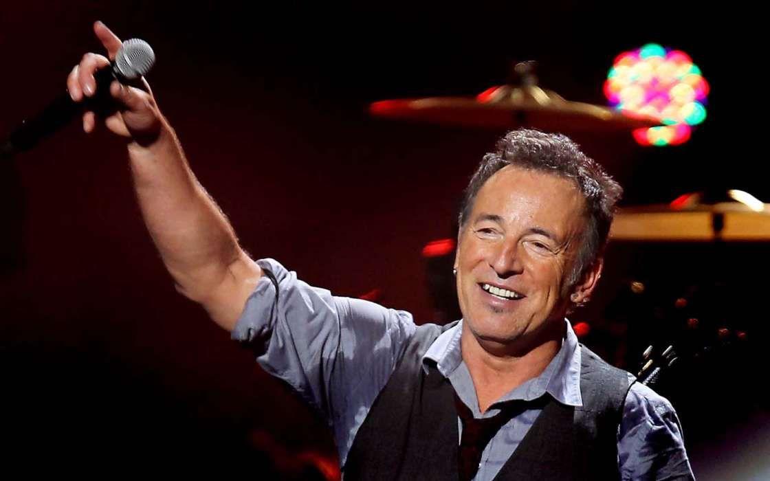 Bruce Springsteen Pays Tribute To The Late John Prine #BruceSpringsteen celebrityinsider.org #Music #celebrityinsider #celebrities #celebrity #rumors #gossip #celebritynews