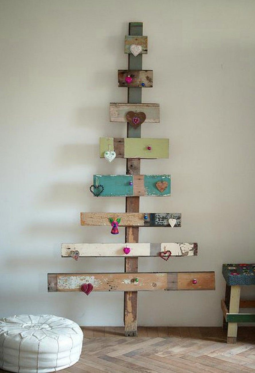 Cute little project for next Christmas...a pallet Christmas tree ...