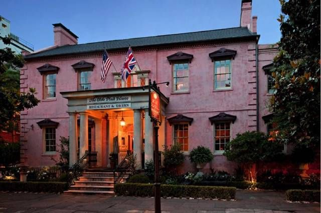 17 Georgia Restaurants Will Blow The Taste Buds Out Of Your Mouth Pink Houses Savannah Chat Historic Savannah