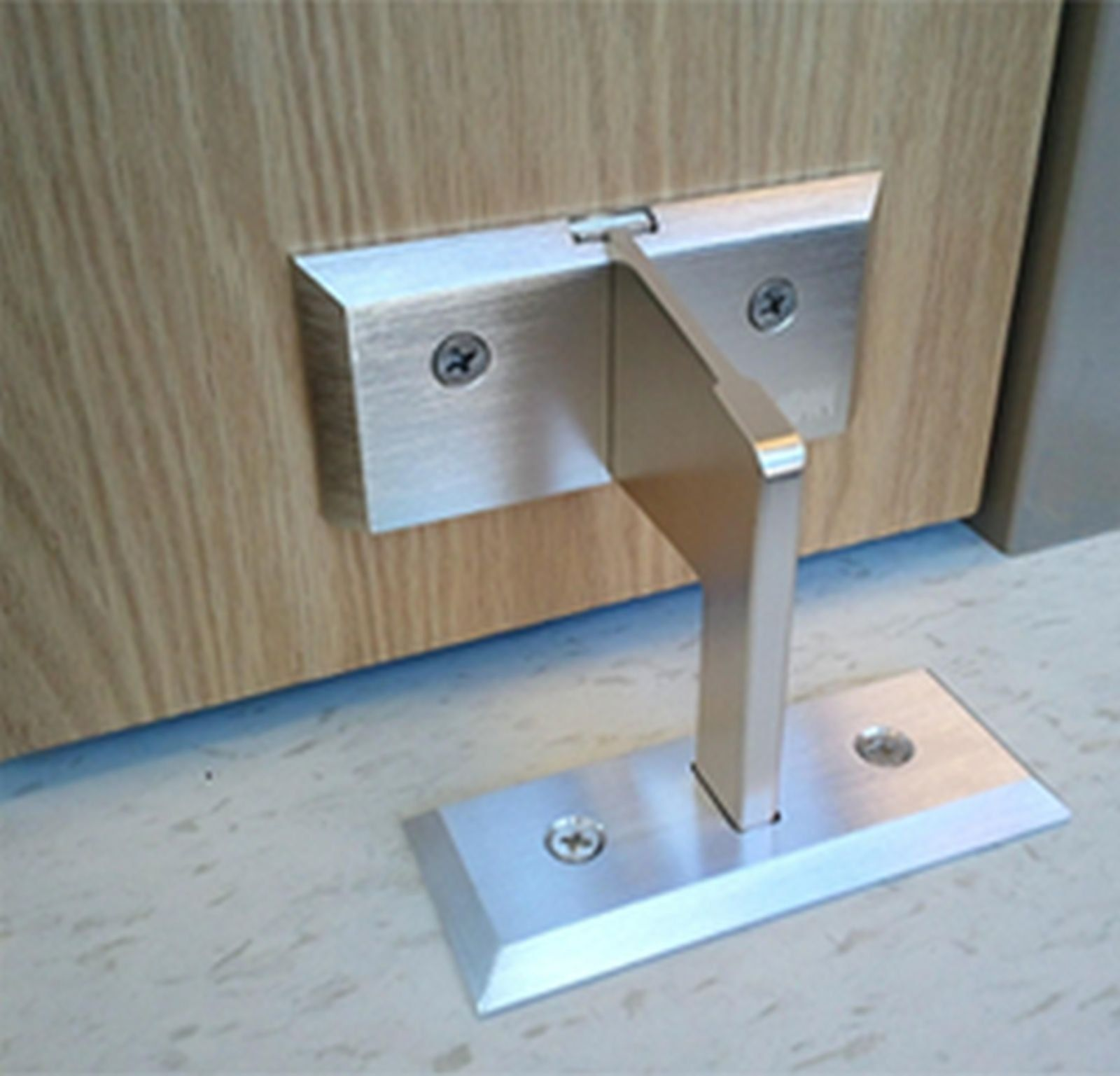 Nightlock Residential Door Lock Barricade Gignius Home Security Tips Residential Doors Home Safety