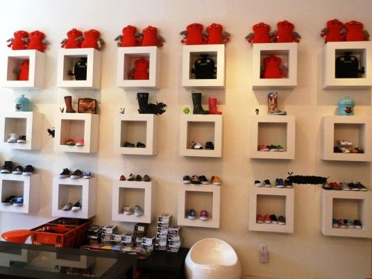 Simple Small Shop Decorating Clothing Store Interior, Mini Store, Boutique  Decor, Display Design