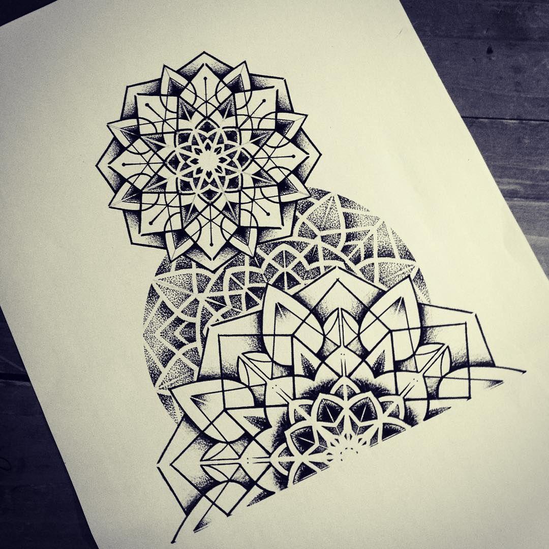 mandala dotwork geometry tattoos pinterest tattoo ideen zeichnen und vorlagen. Black Bedroom Furniture Sets. Home Design Ideas